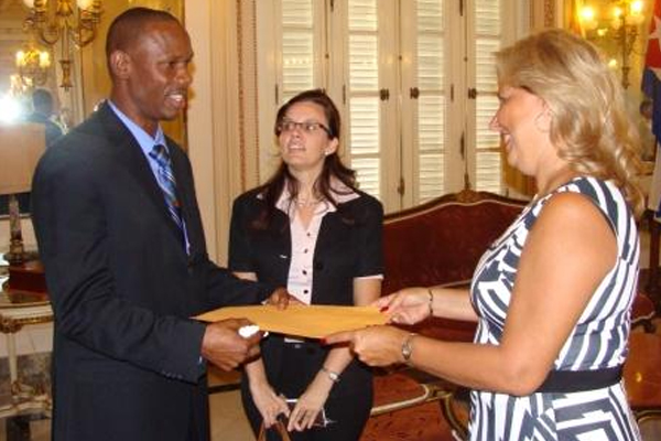 St. Kitts and Nevis' Ambassador to Cuba presents credentials