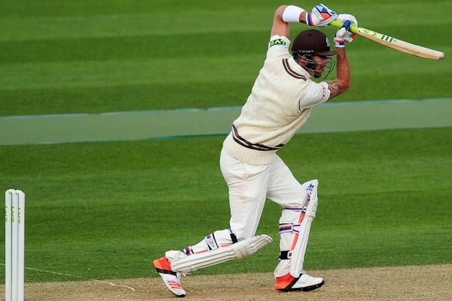 Pietersen meets England after triple ton
