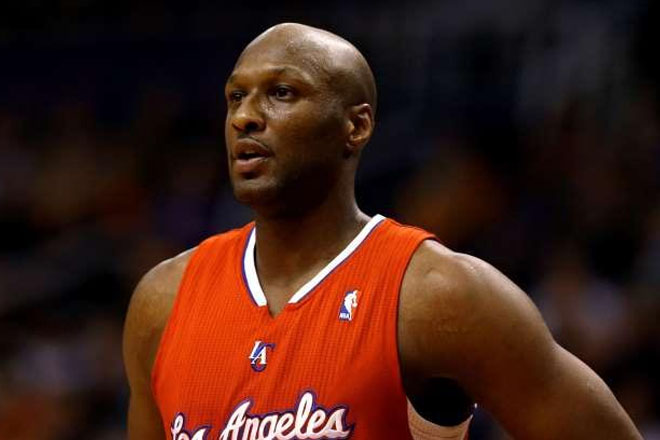 Lamar Odom surrounded by security at hospital
