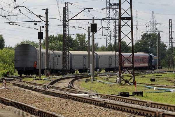 Crash victims' remains reach Ukraine-held city