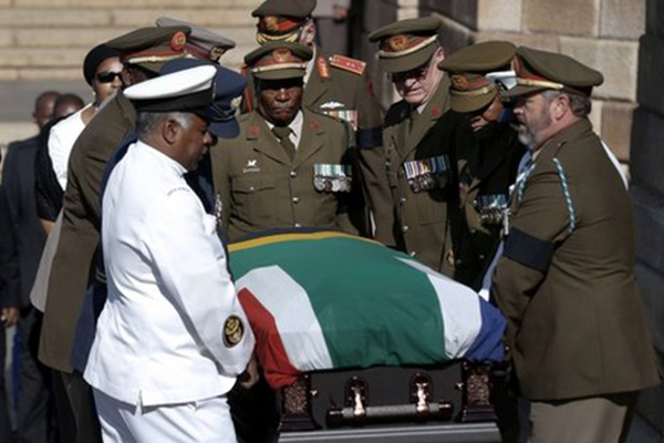 Mandela lies in state: South Africans told not to join queue