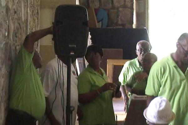 Kittitians in Paradise Association Donates to Moravian Senior Club