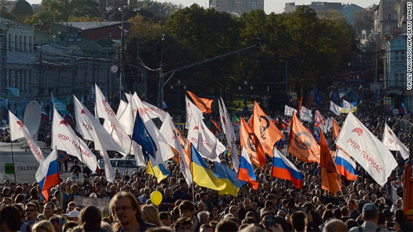 Protests erupt in Moscow over Ukraine crisis