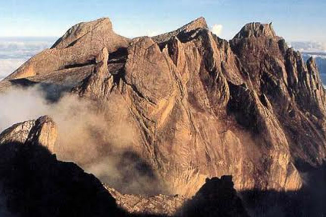 Malaysia official blames nude tourists for deadly quake