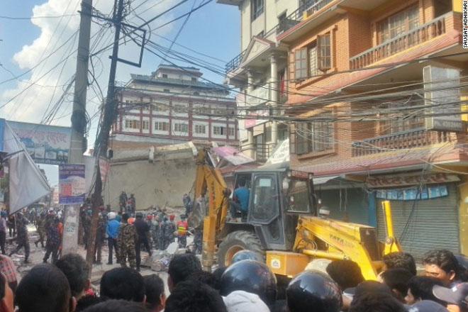 In Nepal, after new earthquake, people seek open spaces to avoid falling debris