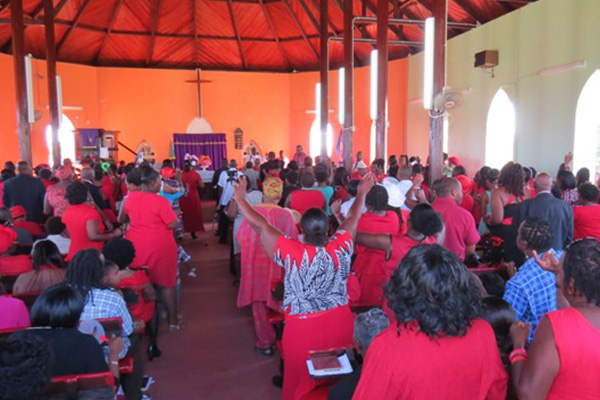 Hundreds worship with Prime Minister Douglas to mark his 25 years as a Parliamentarian