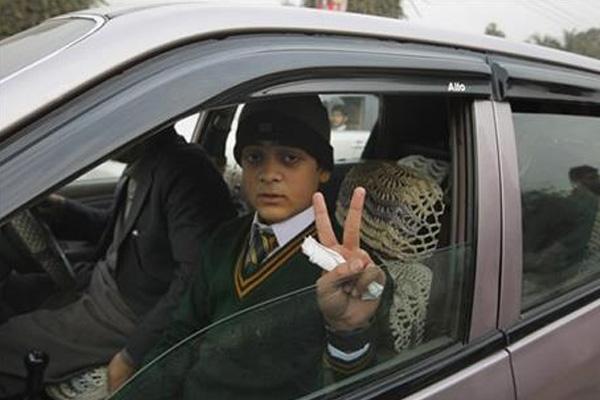 Pakistan school reopens after Taliban massacre