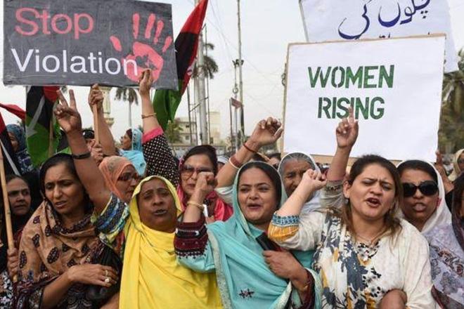 'Honour killings': Pakistan closes loophole allowing killers to go free