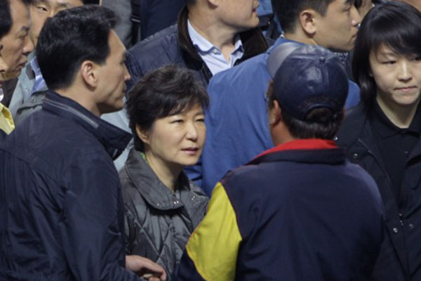 South Korean president apologizes for response to ferry sinking