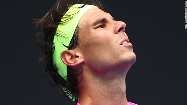 Australian Open: Rafael Nadal stunned but no trouble for Maria Sharapova