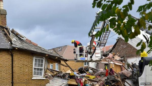 Three die as storm hits southern UK