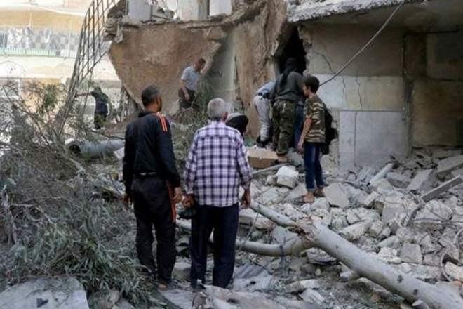 Syria conflict: New air strikes on Aleppo as offensive launched