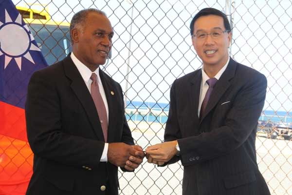 Tainan County in Taiwan donates waste disposal truck to Nevis