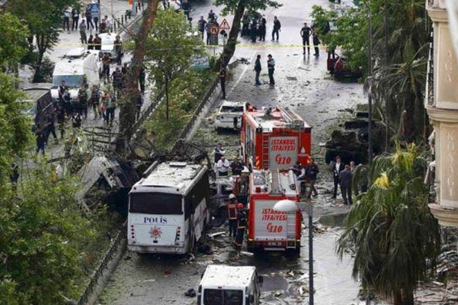 Istanbul bomb attack on police bus kills 11
