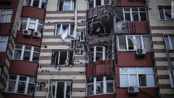 Bodies in streets as shelling rocks Ukraine city of Donetsk