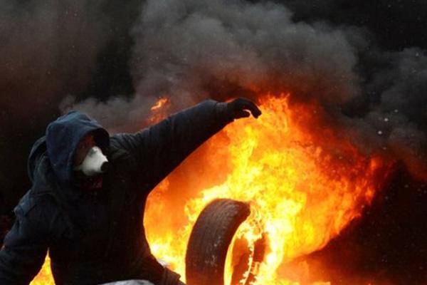 Ukraine protests: Crisis talks after day of bloodshed