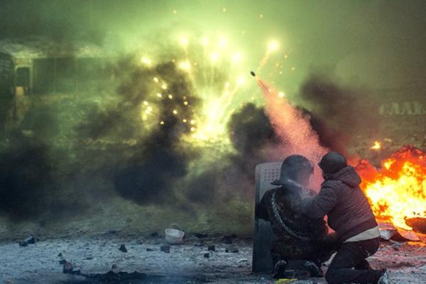 Ukraine's parliament scraps anti-protest laws, Prime Minister resigns