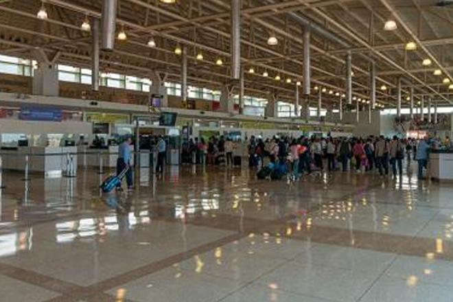 Venezuela detains television crew at airport, plans deportation