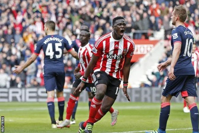 Victor Wanyama: Tottenham sign Southampton midfielder on five-year deal