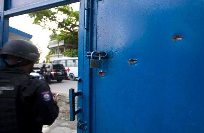 Haiti prison break: 174 inmates escape after killing guard