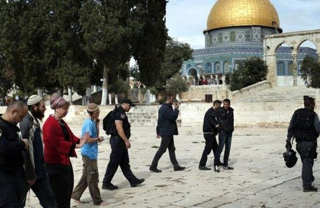 Israel freezes ties with Unesco for 'denying Jewish holy sites'
