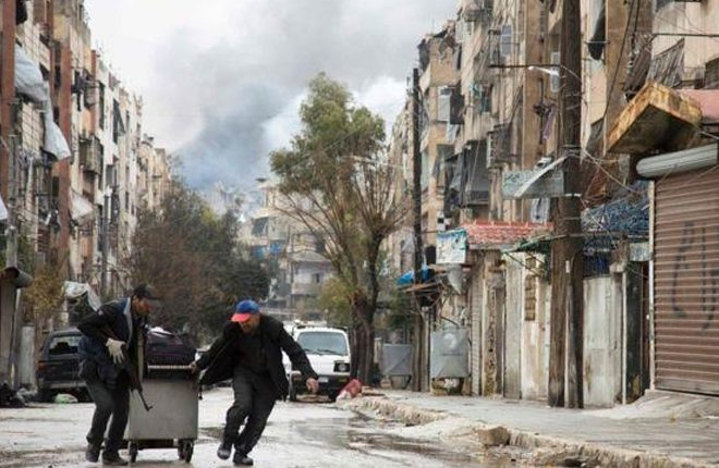 Syria conflict: Fierce fighting halts Aleppo evacuation