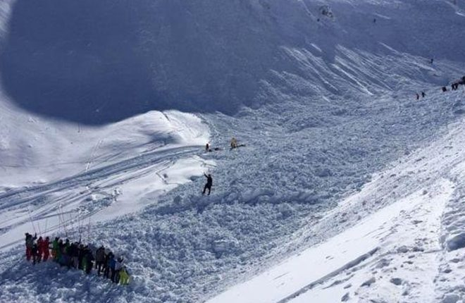 France avalanche: Four killed at Tignes ski resort