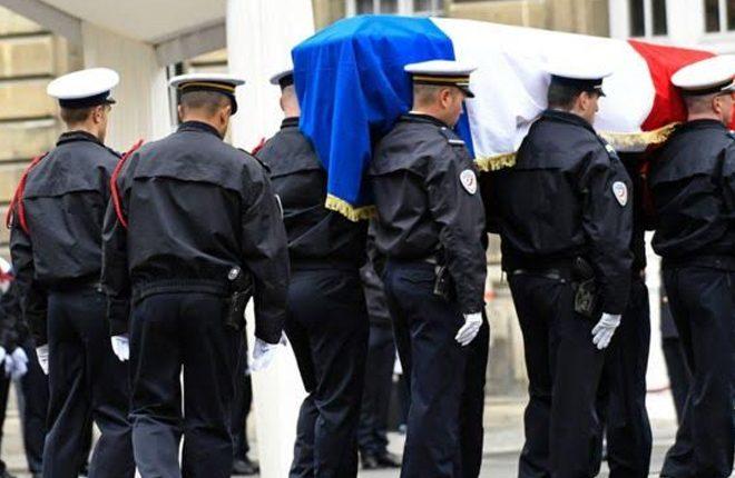 Hollande calls for unity at tribute to slain officer Jugelé