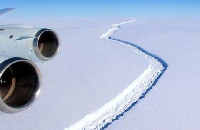 Antarctic ice crack takes major turn
