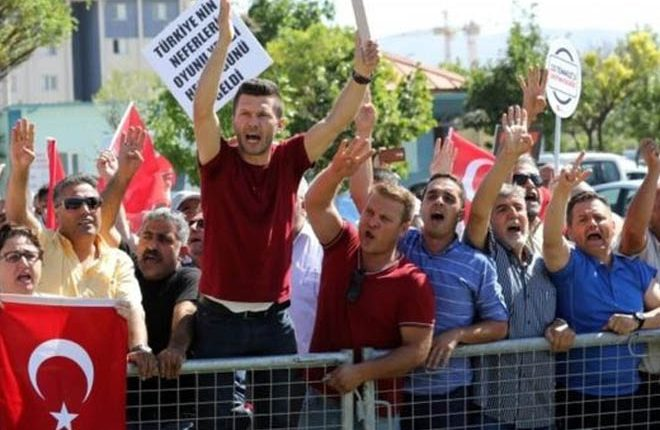 Turkey coup trial: Almost 500 in court amid protests