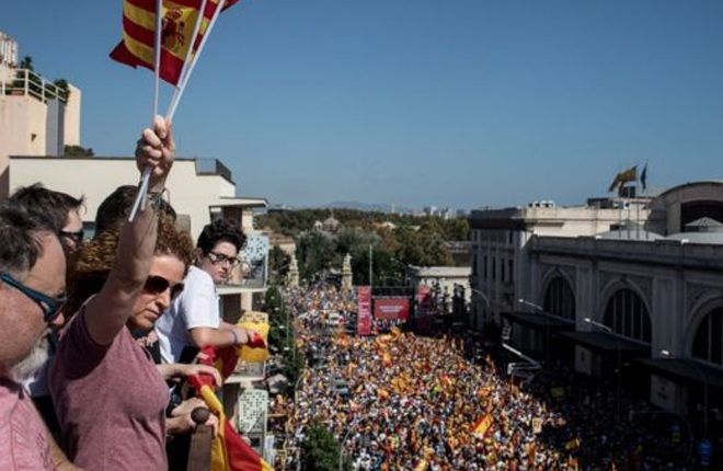 Catalonia independence: Huge Spain unity rally in Barcelona