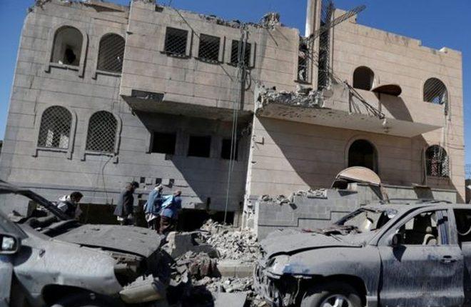 Yemen war: Air strikes on rebel prison in Sanaa 'kill 30'