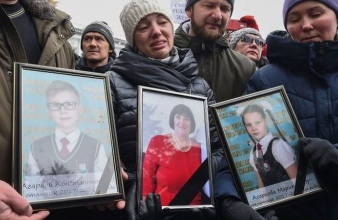 Kemerovo fire: Russia crowd condemns officials over disaster