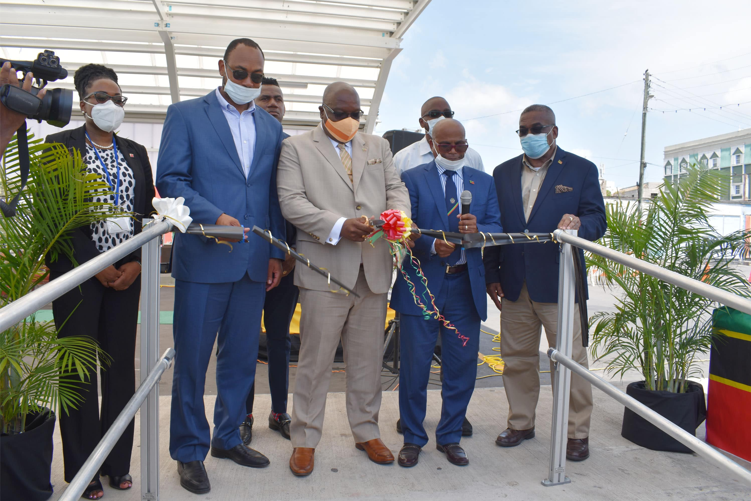 Cutting of the ribbon: from L-R are Ambassador His Excellency Ian Patches Liburd, the Hon Lindsay Grant, Prime Minister Dr the Hon Timothy Harris, the Hon Jonel Powell, and Ms Taffida Stewart.