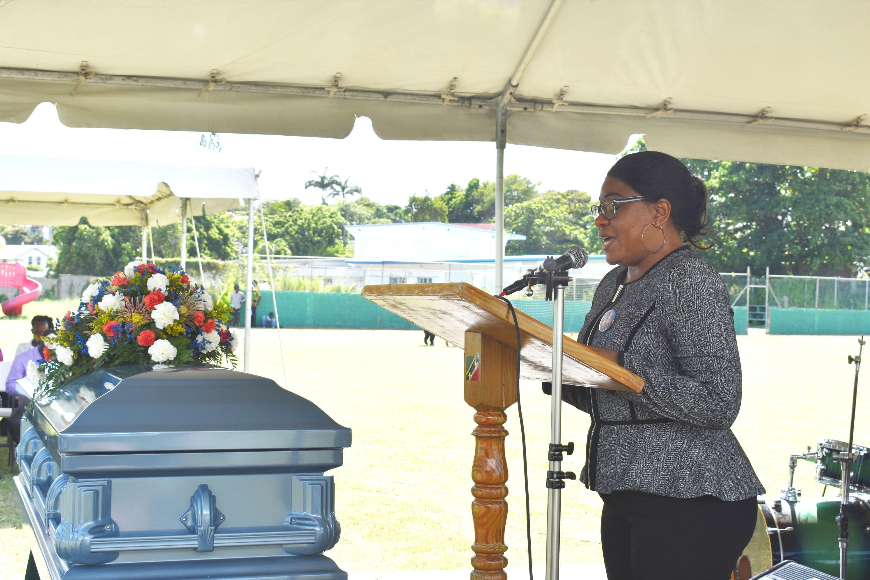 Mrs Elreter Simpson-Browne reading the eulogy.